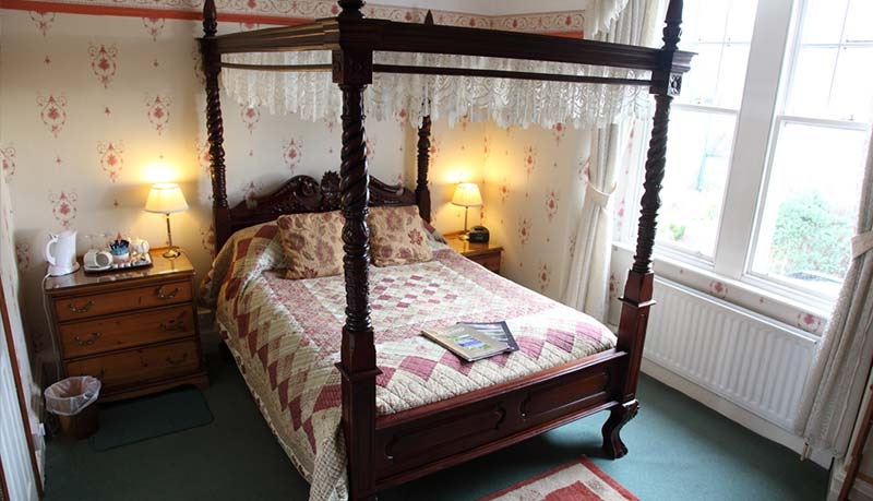 Guest houses with Four poster bed in windermere